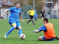 Fotbalisté Mojžíře B (v modrém) doma přehráli Petrovice-Tisou jednoznačně 4:1.