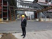 Novou technologie membránové elektrolýzy ve Spolchemii v Ústí nad Labem představil generální ředitel Daniel Tamchyna ( v kravatě) a výrobní ředitel Jan Dlouhý (s knírkem).