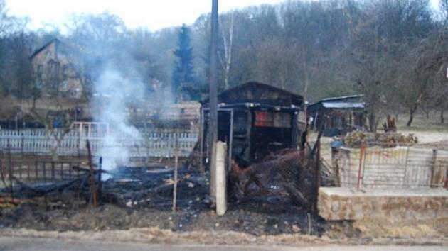 Požár zahradní chatky v Neštěmicích