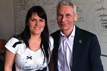 Studentka Kushi Institutu v Amsterdamu Lucie Tomášková s Adelbertem Nelissenem při jeho návštěvě Teplic.