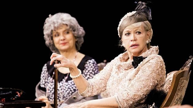 Veronika Freimanová a Jana Švandová v britské komedii Kvartet.
