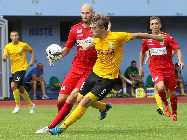 Ústečtí fotbalisté (červení) remizovali v přípravě se Sokolovem 1:1.