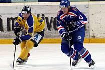 Hokejisté Ústí (žluto-modří) doma porazili Litoměřice 3:1.