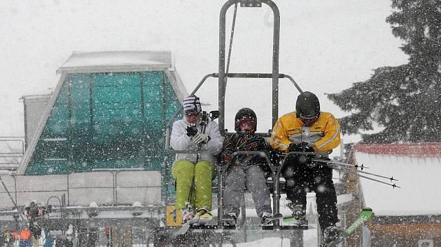 Krušné hory jsou v zimě rájem především pro lyžaře.