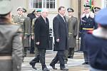 Miloš Zeman ve funkci vystřídal Václava Klause, který stál v čele země uplynulých deset let.