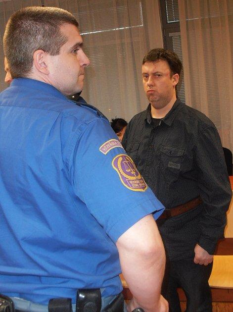 Robert Tremel před krajským soudem vÚstí n. L.