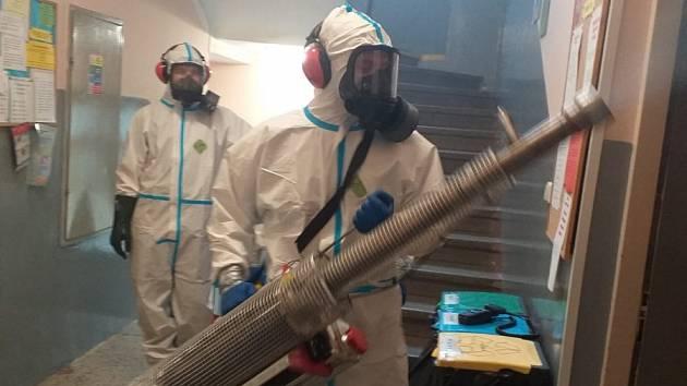 Hasiči provedli celkovou dezinfekci Domu Samaritán v Ústí nad Labem.