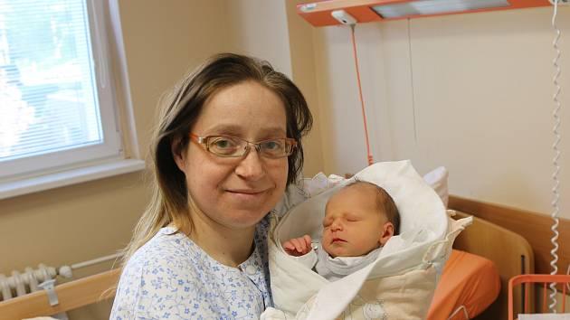 Zdenek Hladík se narodil Markétě Kunešové z Ústí nad Labem 24. dubna v 16.45 hod. Měřil 50 cm, vážil 3,05 kg
