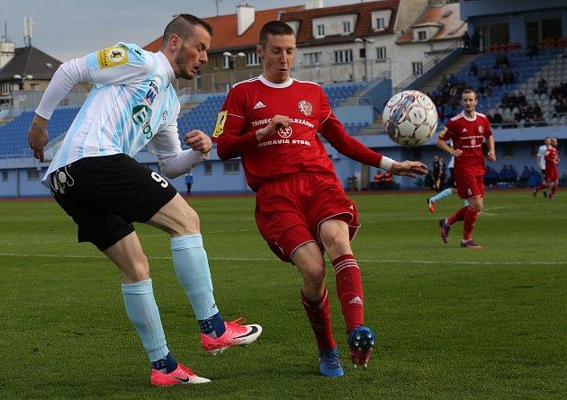 Ústečtí fotbalisté (bílo-modří) doma remizovali sTřincem 1:1.