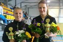 Sestrám Petře (vlevo) a Lucii Pilařovým se na turnaji v Benátkách tradičně dařilo, ovládly čtyřhru.