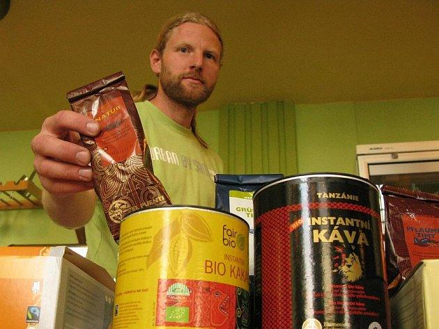 Kávu, čaj nebo kakao dostanete v kvalitě i ceně, která odpovídá faitrade. Tedy obvykle vyšší, než je běžné v marketech.