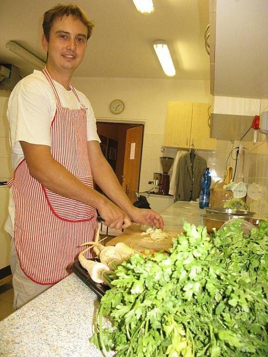 Kuchyně je královstvím Milana Malého.