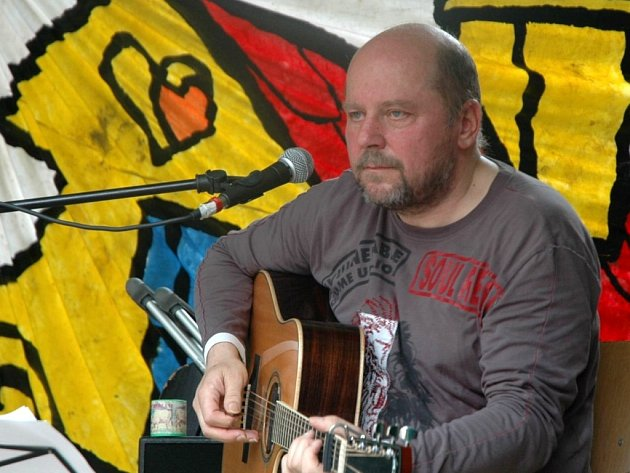 Alternativní písničkář Václavek se do Litoměřic vrací. Loni v červnu tu bavil festival Litoměřický kořen.