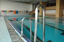 První pořádná rekonstrukce po dlouhých 31 letech čeká na bazén a jeho zázemí v ZŠ Stříbrnická.
