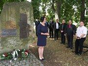 PIETNÍ AKT u pomníku obětí havárie tramvaje z 13. července 1947.
