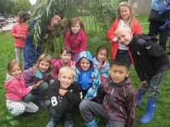 K Mezinárodnímu dni míru vysadily děti z Petrovic vrbový tunel.