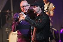 MARIAN VOJTKO, muzikálový i operní zpěvák spolu s Bohušem Matušem (vpravo) na úspěšné benefici na Kladně.