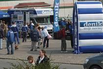 Pohled na celé prostranství v Chlumci při dni s Deníkem v roce 2007