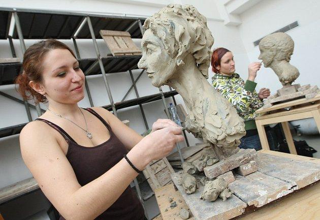 Studenti ústecké univerzity mohou využívat nové ateliéry v budově. Stejně jako Denisa Dimitrovová.