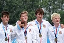 Vilém Kukačka (druhý zprava) se zlatou partou.