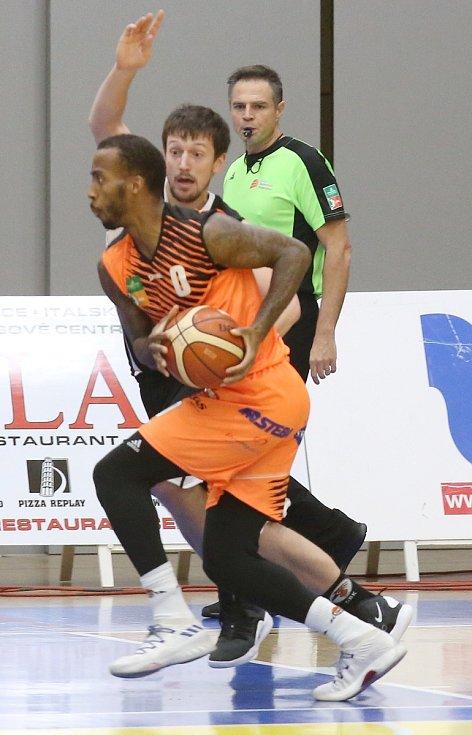 Basketbalový zápas mezi Ústím a Hradcem Králové