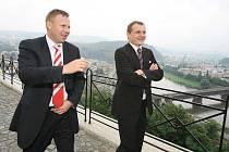 Ministr dopravy Vít Bárta si stavbu protipovodňové vany v Přístavní ulici prohlédl z Větruše.