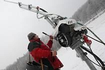 Díky chladnému počasí mohli na sjezdovce v Malečově spustit sněhová děla.