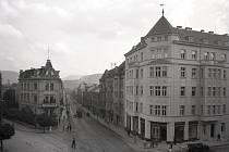 Ústí zůstávalo německým městem navzdory konci Provincie Deutschböhmen v prosinci 1918. To dokazují i německé nápisy na snímku Masarykovy ulice z 20. let.