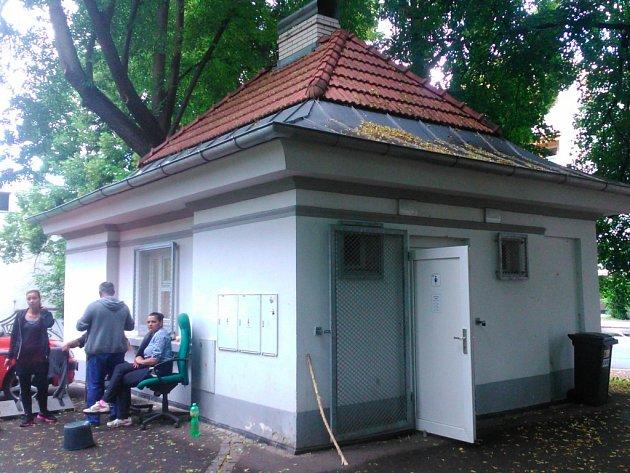 Veřejné toalety existují v Ústí jediné, v Městských sadech.