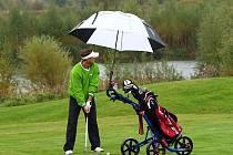Jan Čaloun to umí s golfovou holí stejně dobře, jako s hokejkou.