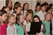 Zpívalo se i v kamenném sále na zámku v Trmicích.