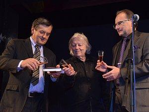 Unikátní knihu o kultuře v Ústí pokřtili Václav a Jan Neckářovi.
