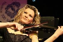 Populární houslové duo Lucie Klasek a Eva Slaná bude v létě koncertovat i na severu Čech.