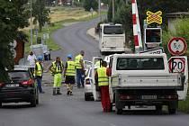 Uzavřený přejezd komplikuje dopravu na Březensku.