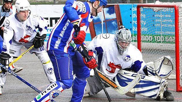 Hokejbalisté ústecké Elby se o víkendu představí na přípravném turnaji v Novém Strašecí.