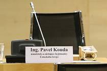 O kauze náměstka hejtmanky Pavla Koudy se na krajském zastupitelstvu zarytě mlčelo.