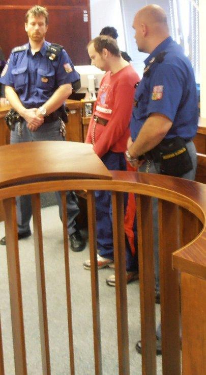 Vrah Roman Kalužík si ve čtvrtek 16. dubna vyslechl rozsudek. Příštích 20 let stráví za mřížemi.