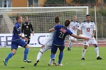 Ústečtí fotbalisté (modří) doma prohráli s Hradcem Králové 0:2.