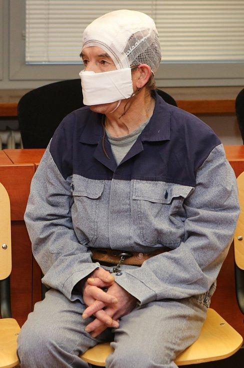 Antonín Hajný u soudu v Ústí nad Labem
