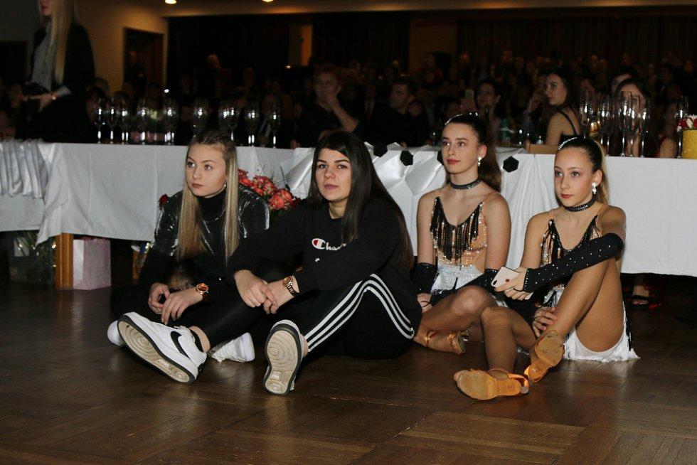 8b2756c1ee01 Maturitní ples Severočeské střední školy v Ústí