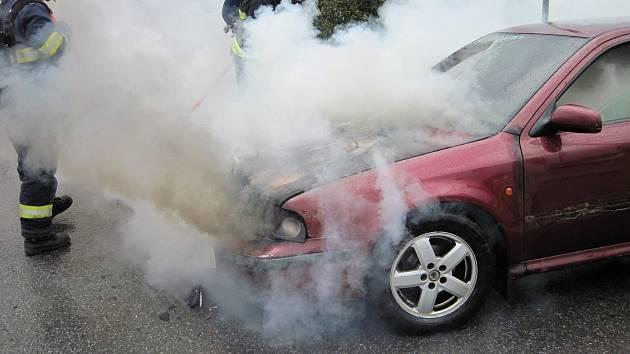 Požár osobního auta. Ilustrační fotografie.