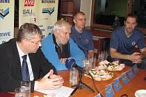 U příležitosti oslav 65. výročí uspořádal ústecký klub posezení s novináři.
