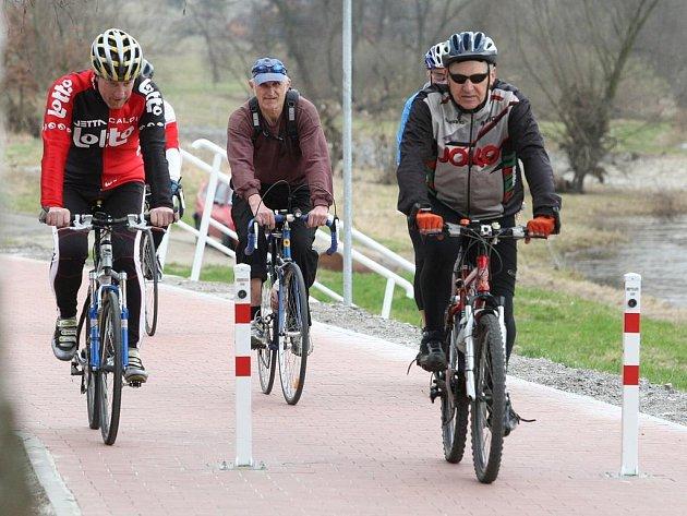 Po Labské stezce a Cyklostezce Ploučnice  bude cestování na kolech brzy příjemnější