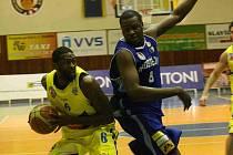 Basketbalisté Ústí (ve žlutém)  hostili na své palubovce basketbalisty Prostějova