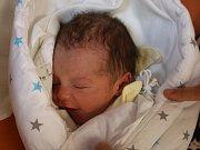 Mikuláš Hrouda se narodil Ivě Hroudové z Ústí nad Labem 23. srpna v 21.07 hod. v ústecké porodnici. Měřil 45 cm a vážil 2,75 kg.