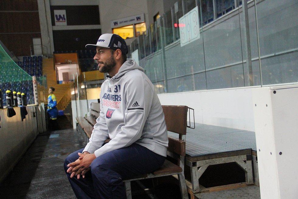 Bývalý brankář NHL Ondřej Pavelec se ve čtvrtek objevil v Ústí nad Labem.