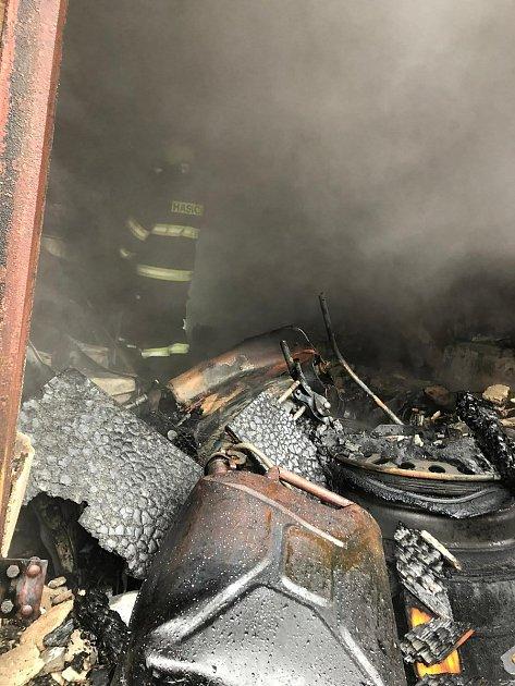 Požár garáže vLibouchci.