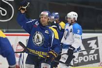 Ústečtí hokejisté (tmavě modří) prohráli na ledě Plzně 1:4.