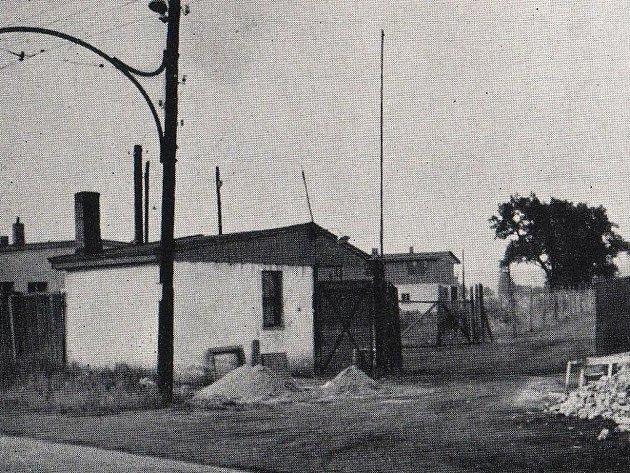 Z obou poválečných táborů pro Němce se nezachovaly žádné fotografie. Pouze je znám snímek vchodu do všebořického tábora.