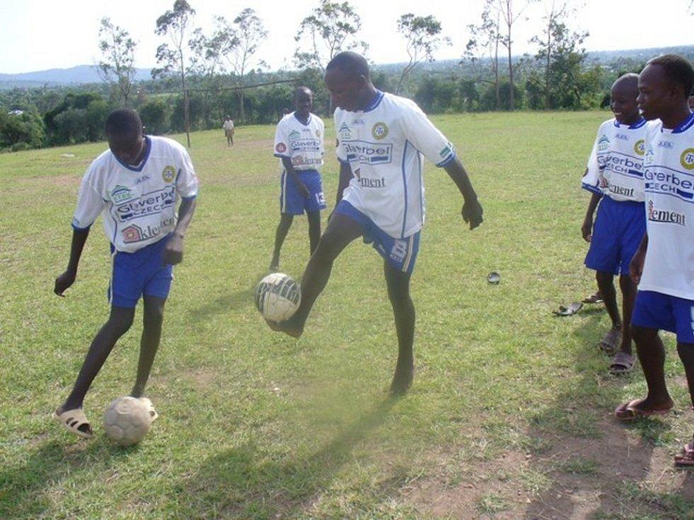 Občanské sdružení mimo jiné v podpořilo v Keni mladé fotbalisty, ale především se zaměřuje na pomoc školám.